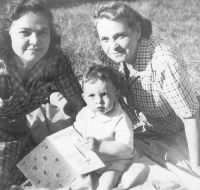Little Art Sondler with his mother- Bea- and his grandmother- Paulina