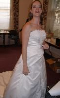 Katie in wedding gown just before the start.