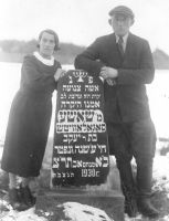 Hirshel Segal and his wife next to tombstone for his mother